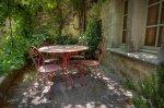 krzesła i okrągły stół