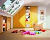 Kolorowa szafa w pokoju dziecka