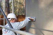 Decyzja o wyborze rodzaju tynku ma kapitalne znaczenie dla trwałości elewacji.